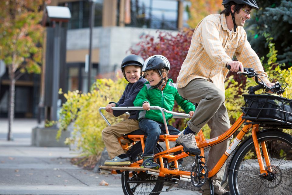 Carry kids by cargo bike